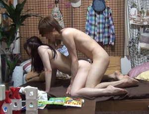イケメンが女の子を部屋に連れ込んで…リアルな流れが大人気のAV